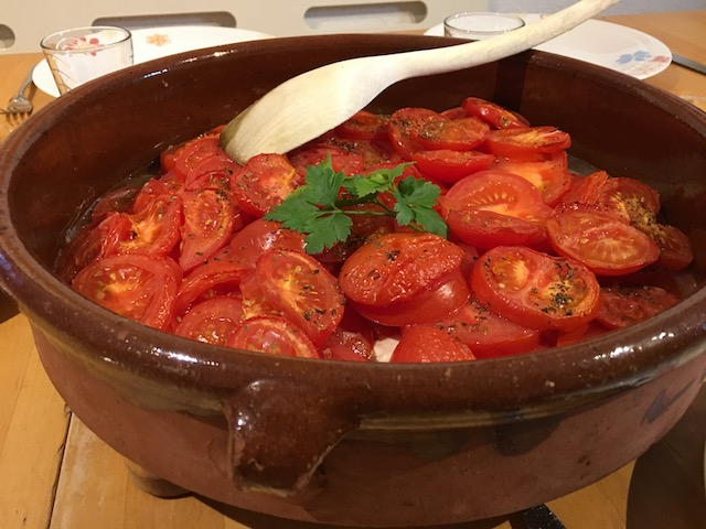Schafskäse mit Tomaten überbacken